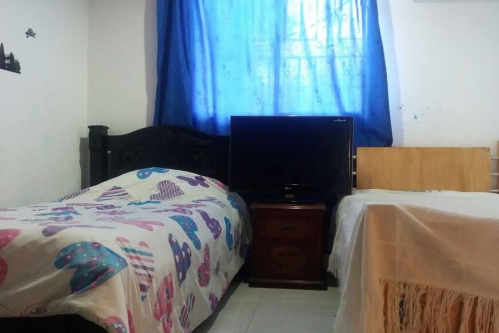 Habitación para dos personas o niños con aire acondicionado closet