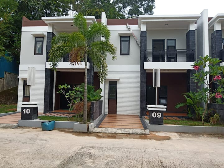 Group 24 pax near to NagoyaHill 2 big house 8 BR