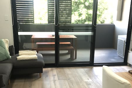 Bright, airy and new apartment in central location - Waterloo