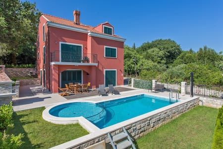 Six Bedroom Villa with Private Pool & Terrace - Gruda