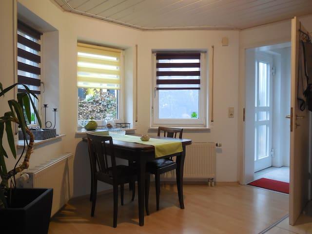 Schorndorf: Kleine Einliegerwohnung im Grünen - Schorndorf - Apartamento