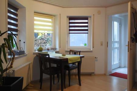 Schorndorf: Kleine Einliegerwohnung im Grünen - Schorndorf - Wohnung