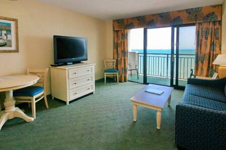Direct Oceanfront Amazing views~Pools~Lazy River~Family Resort~Free wifi ~GREAT location Great Rates