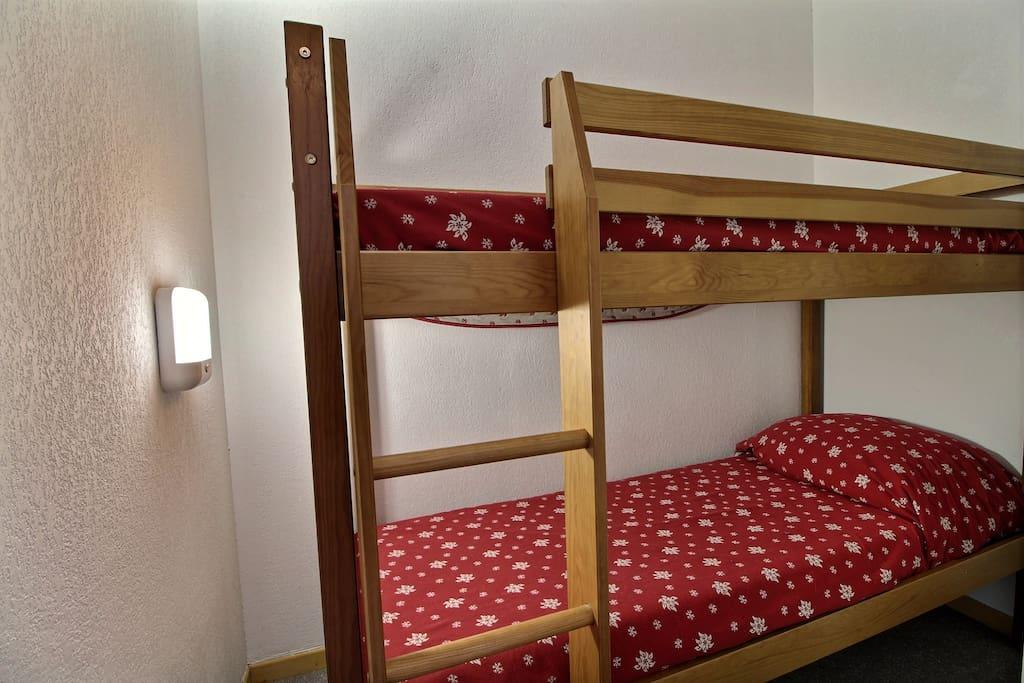 lits superposés dans un coin montagne