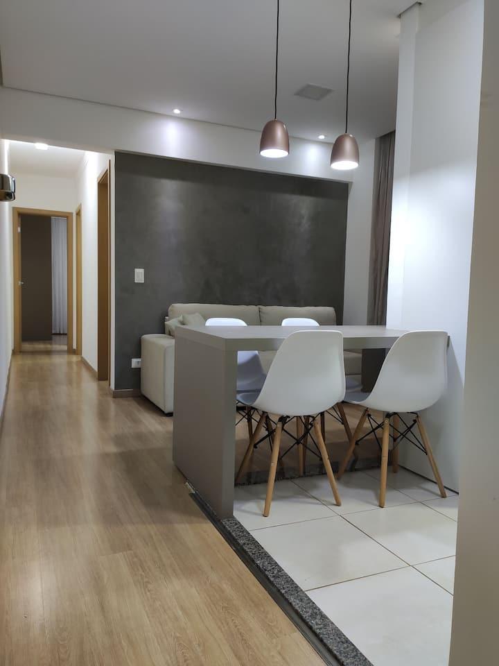 Apartamento próx centro cívico mobília nova c/ ar.
