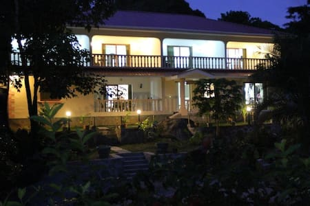 Forest Lodge Guest House - Beau Vallon - Inap sarapan