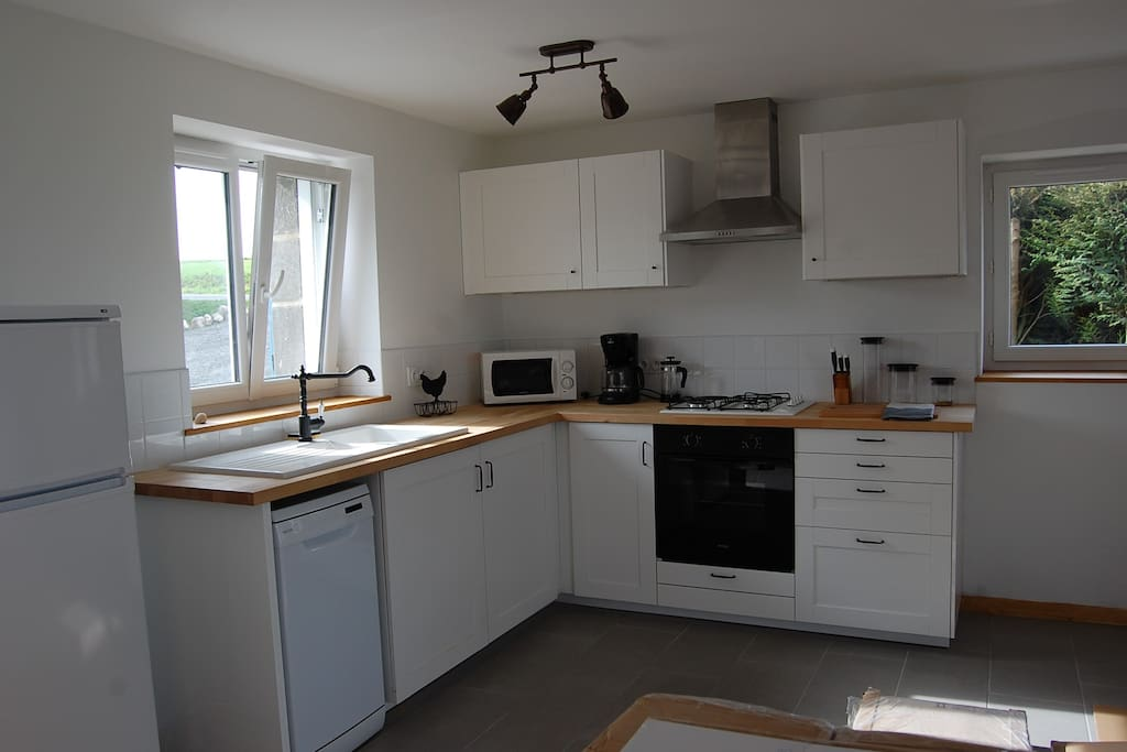 The fully fitted kitchen has  everything you need