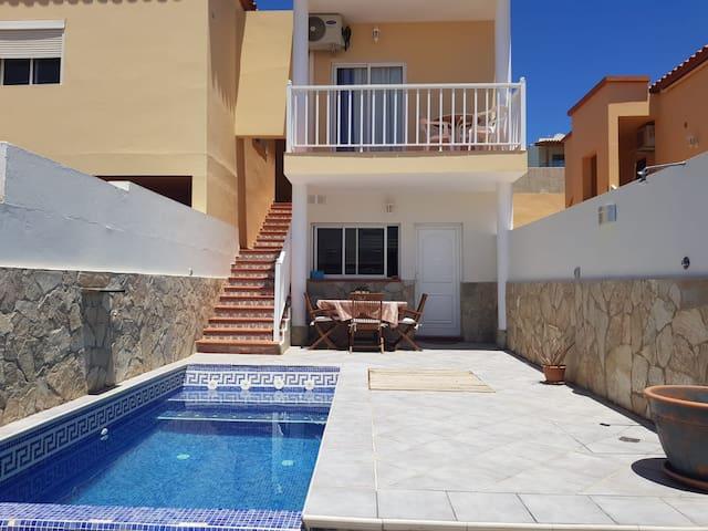 Apartamento con piscina privada en Tarajalejo.
