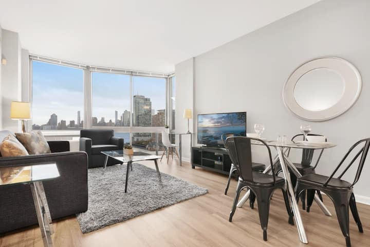 Private 1BR | Business Center | Near Path | GLS
