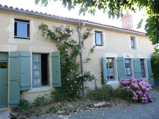 En Vendée, maison de charme proche Puy du Fou - La Caillère-Saint-Hilaire - House