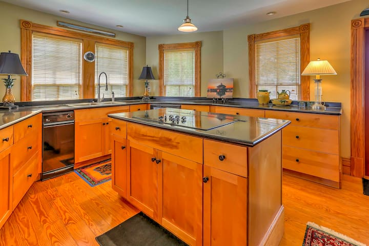 Prepare your catch of the day in this fully equipped kitchen.