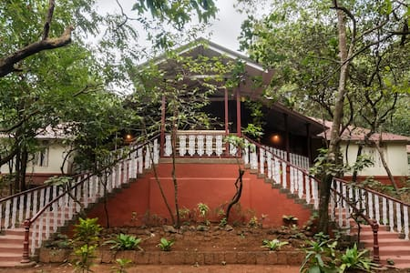 Parsi Manor at Matheran, Deluxe Room - Matheran - Cabana