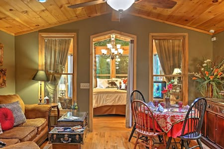 Romantic Tree House Cottage - Minutes to Mentone!