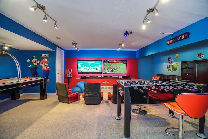 Luxury Bountiful Home - Game Room/Hot Tub/Close to Resorts