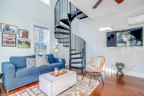 Charleston Carriage House ♥ One Block to King w/ Parking!