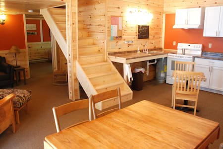 BRAND new Cabin by the Lake, 1 - 6 peeps, king bed