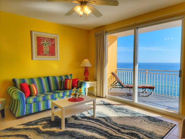 Welcome to our Bright ans Shinny Beachfront house!