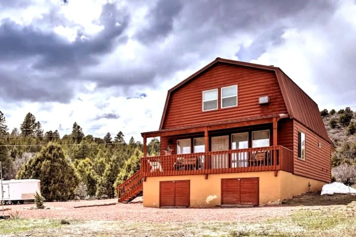 Comfortable cabin between Zion and Bryce Canyon