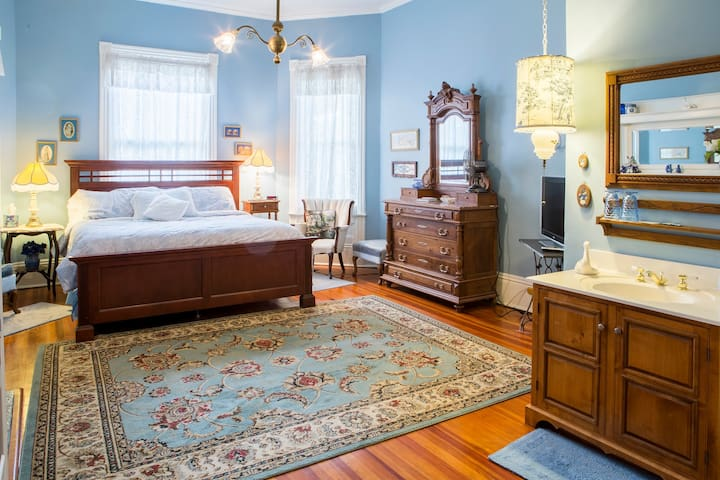 Master Suite at Mistletoe Bough Bed & Breakfast