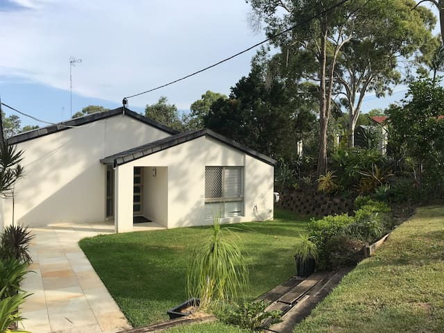 Large 5 bedroom Benowa house ~ Walk to Comm Games