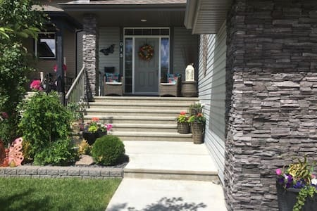 Style/Privacy & Comfort close to Nisku & Airport!