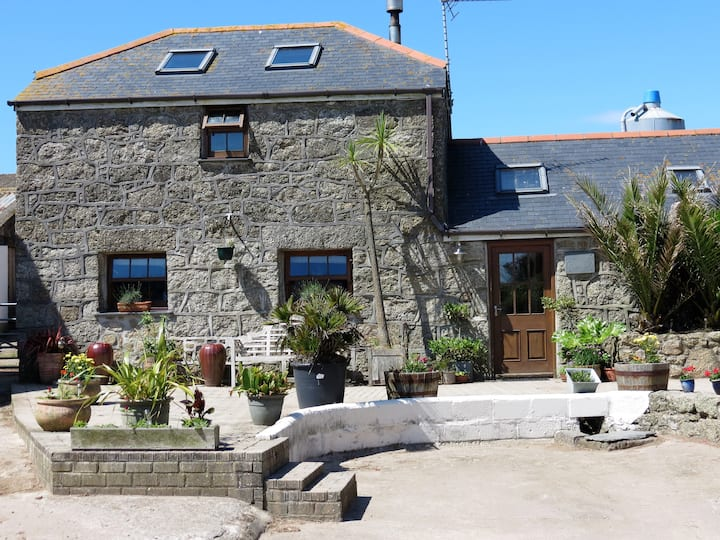 Farm getaway close to beaches and Minack Theatre