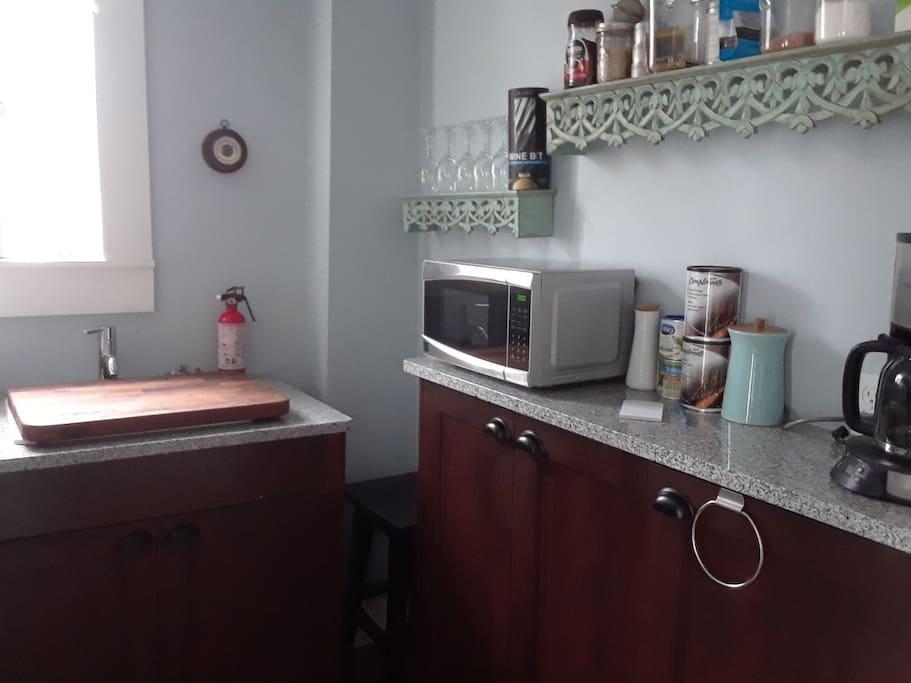 Kitchen / 2nd sink