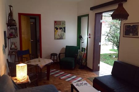 Cozy place ia a green neighborhood