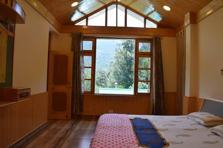 Midway Manali : Apple Suite