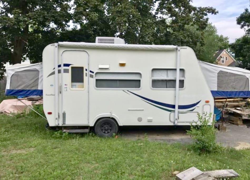 cute cozy rv camping cars caravanes louer salem. Black Bedroom Furniture Sets. Home Design Ideas