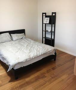 Nice private room in preston area - Preston - House