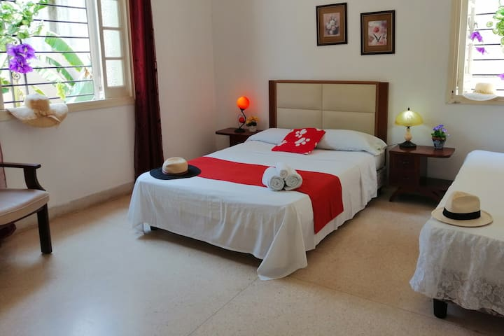Best Location-Hostal Maria in the Center-3 Rooms