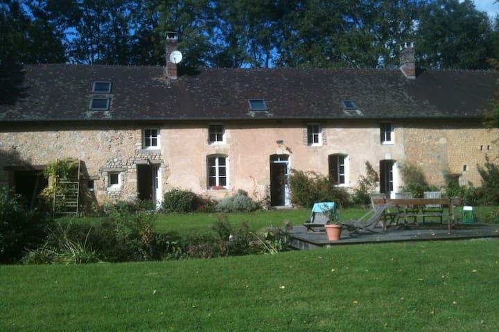 Maison confortable dans un écrin de verdure.