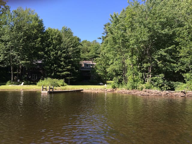 Perfect Serene Quiet Waterfront Summer Retreat!