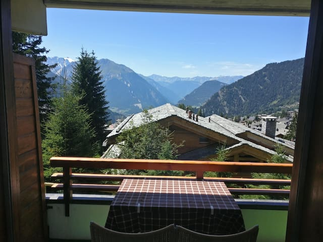 Studio with sunny balcony in Verbier by Medran