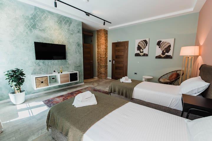 BIRD NEST Luxury room & BREAKFAST  🍽