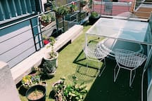 My favorite Rooftop Terrace. It's perfect to sit and relax:) お気に入りの屋上テラスです。天気の良い日はここでおくつろぎください!