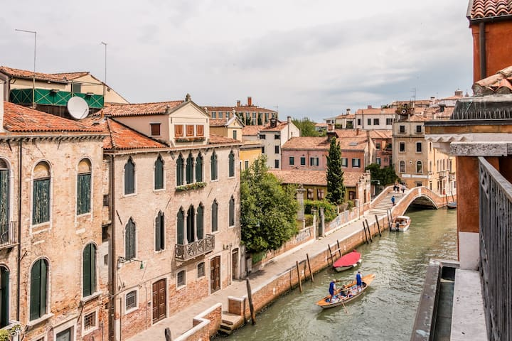 Carmini Canal View with Lift - SANITIZED