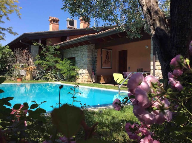 Villetta del Lago with Private Pool