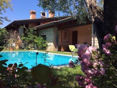 Villetta del Lago with Private Pool