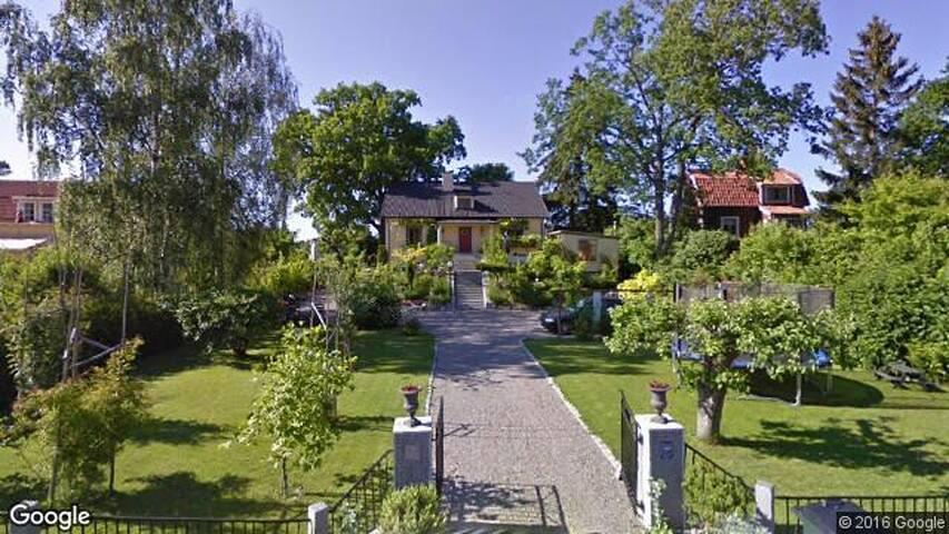 Villa med trädgård i Stockholm - Stockholm - Villa
