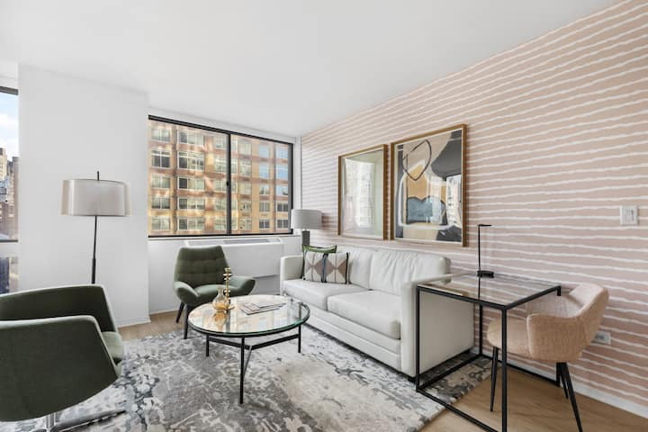 Great Location! One Bedroom in Chelsea West Side