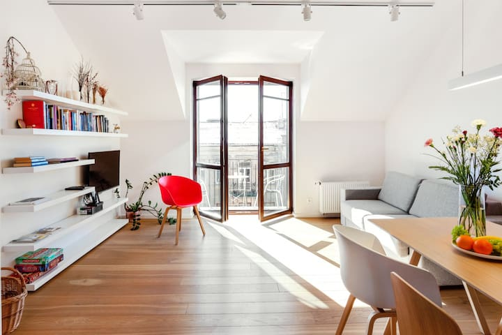 EDEN-Bright Modern Apartment Old Town by Houseys