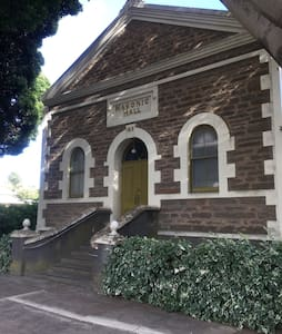 Angaston Masonic Lodge SAs Heritage - Angaston - Bed & Breakfast