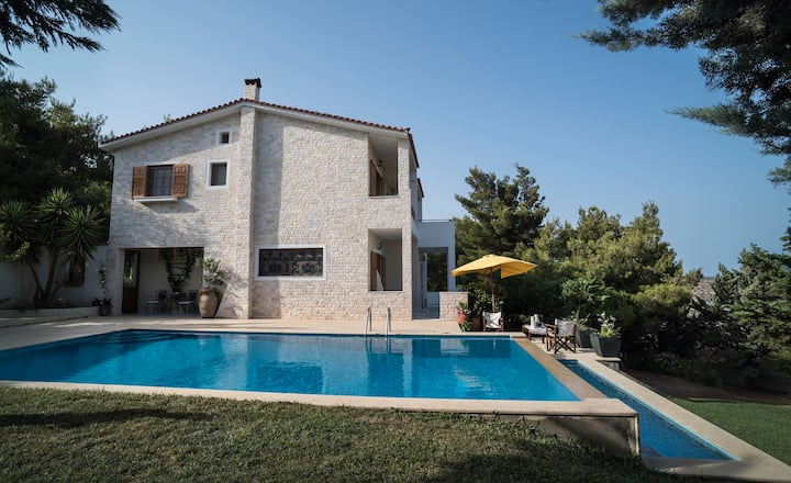 Villa Corina 12 min from the airport&near the sea