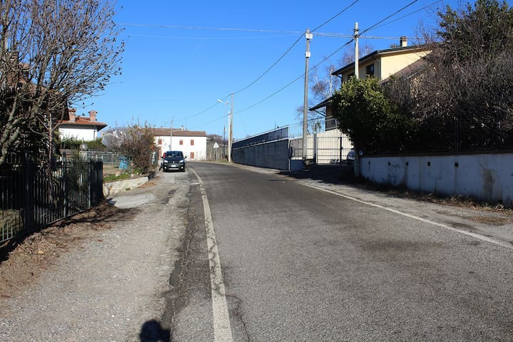 Strada in direzione Castana -> Canneto Street direction Castana -> Canneto