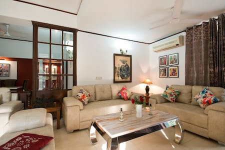 Monument Facing Garden House: Heritage Room - New Delhi
