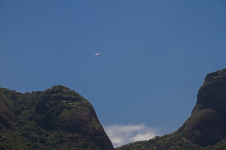 Wake up and see paragliding enthusiasts from all bed and living rooms.