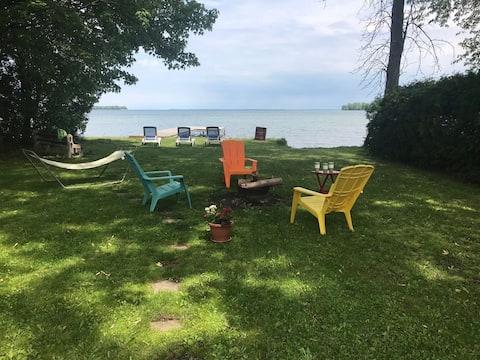 Lake Simcoe Waterfront Cottage (minimum 31 days)