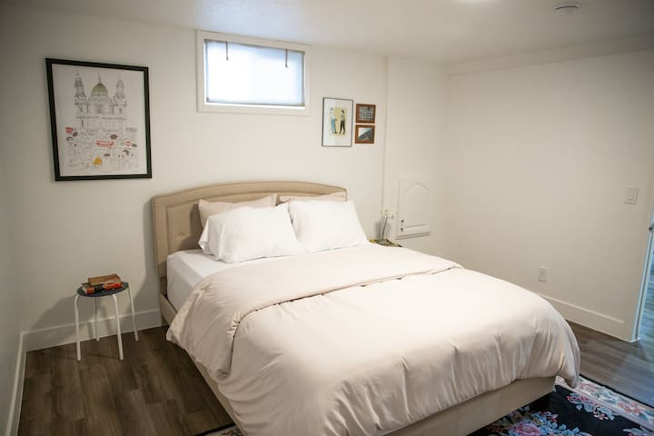 One of the guest bedrooms features a queen size bed with memory foam mattress.